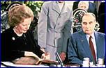 Signature de l'accord du tunnel sous la Manche