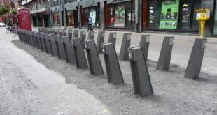 Copyright : Zoom Sur Lille / Bornes en cours d'installation rue des Tanneurs