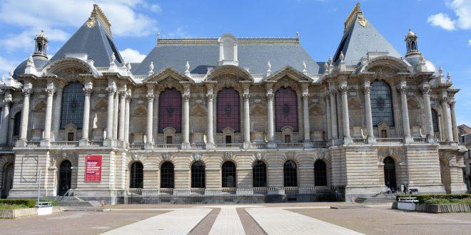Vendredi 22 janvier 2021 à 12h30, le Palais des Beaux-Arts de Lille propose une conférence en ligne autour de l'exposition Dufy, Londres Paris New York