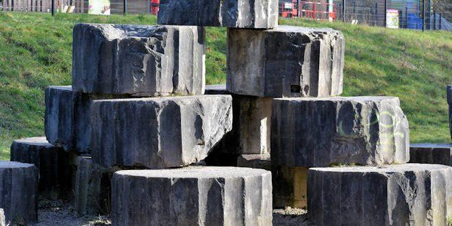 D'où proviennent les énormes blocs de pierre du parc de la Citadelle de Lille ?